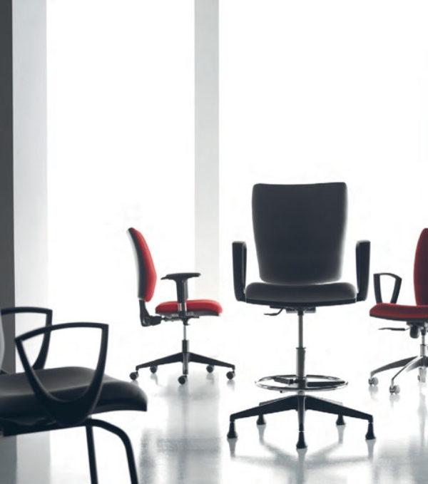 Catalogo prodotti arredo in stile napoli for Design ufficio napoli