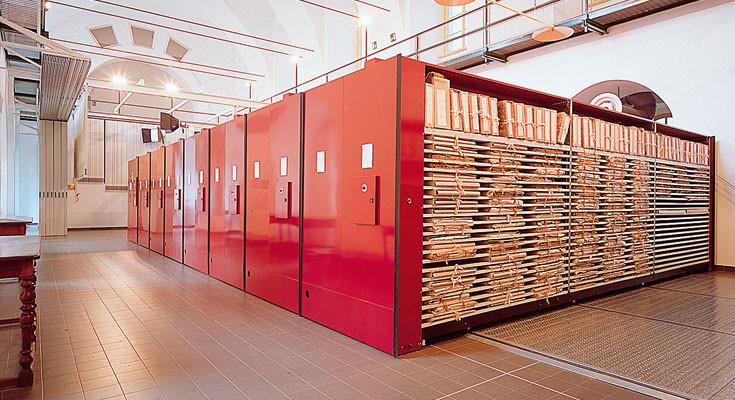 Archivi compattabili arredo in stile napoli for Design ufficio napoli