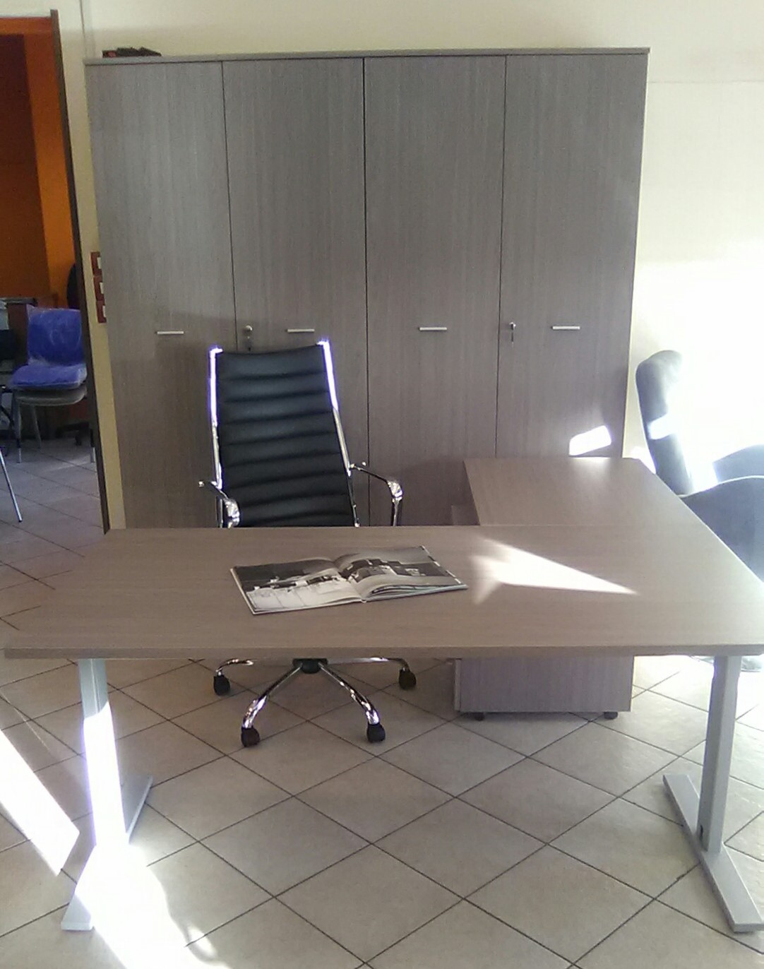 Ufficio operativo arredo in stile napoli for Design ufficio napoli